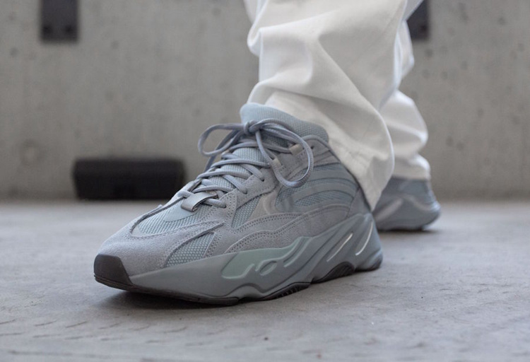 "adidas Yeezy Boost 700 V2 ""Hospital Blue"" 货号:FV8424"